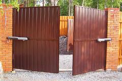 Покупайте распашные классические ворота недорого в Курске