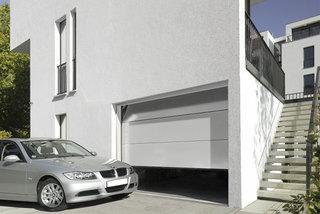 Какими особенностями обладают рольставни и секционные гаражные ворота?